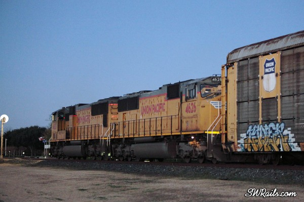 UP SD70 SD70M's 4627 and 4626