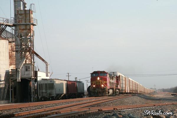 BNSF freight train at Heidenheimer, Texas