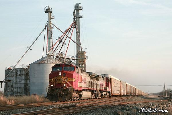 BNSF auto rack train at Heidenheimer, Texas