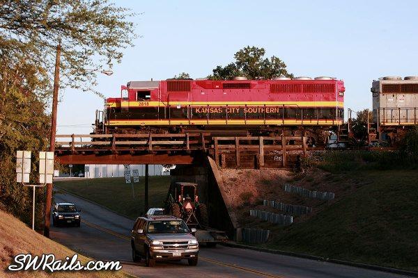 KCS 2818 in Belle colors at Rosenberg, TX on 8/4/11
