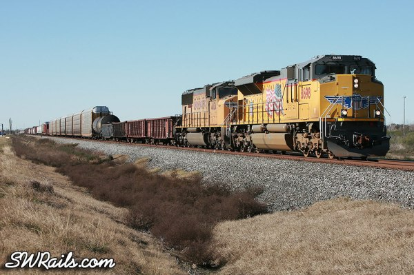 UP manifest QWCEW led by SD70ACe 8698 at Missouri City, TX on Jan 2, 2012.
