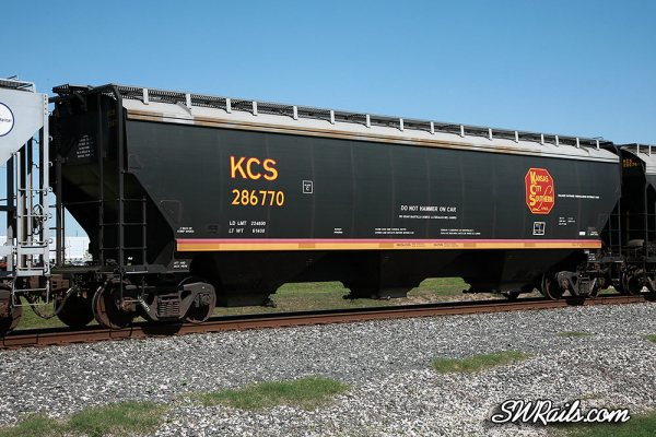 KCS covered hopper at Stafford TX