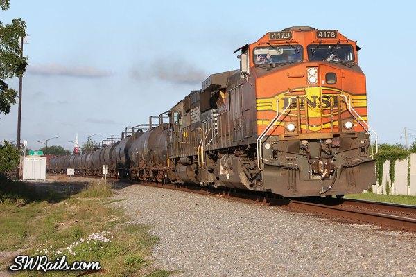 Manifest freight BNSF 4178 at Stafford TX