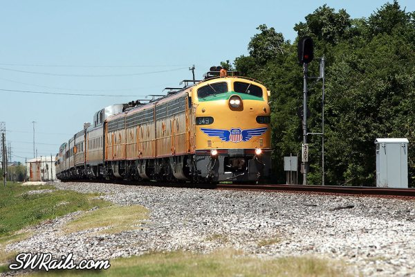 UP e9 949 with UP150 train at Stafford TX