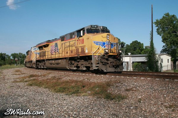 Union Pacific 7718 leads the QEWWC train in Houston, July 17, 2011