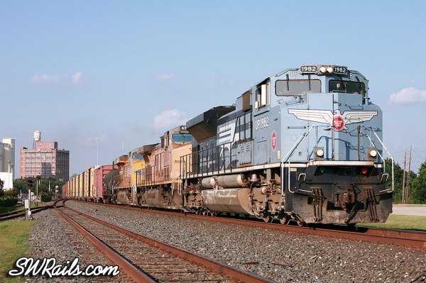 UP SD70ACe 1982, MP heritage engine, leads a QEWWC train at Sugar Land TX