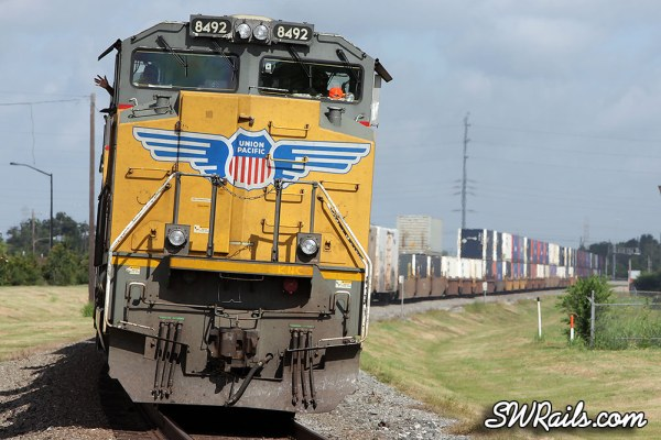 Union Pacific SD70ACe 8492 leads a ZLCAT at Stafford TX