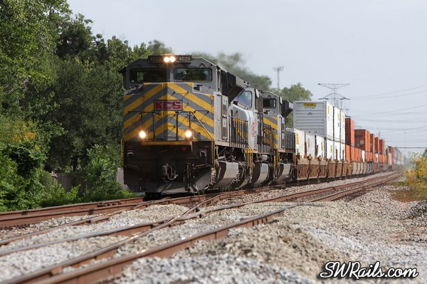 KCS SD70ACe 4029 and intermodal train at Houston TX