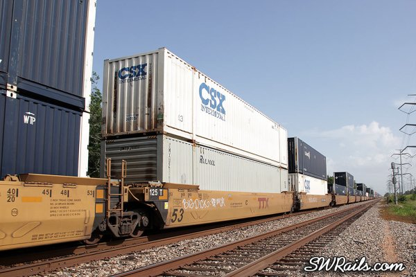 CSXT and UMAX 53' containers on ZLCAT train