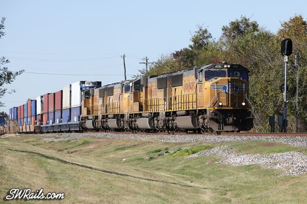 UP intermodal train ILBEW at Stafford TX