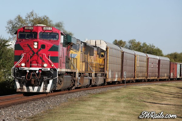 FXE 4614 leads UP freight train MEWEG into Sugar Land, TX on 11/24/12