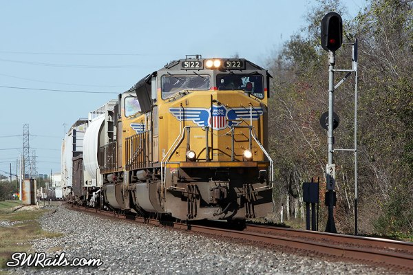 UP SD70M 5122 on eastbound freight train at Stafford, TX