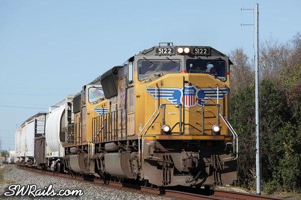 UP SD70M 5122 on MLDEW train at Stafford TX