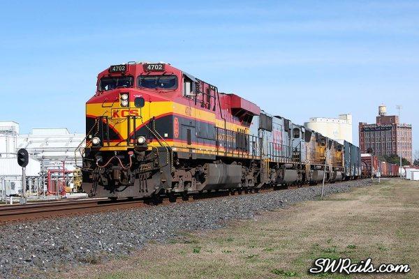 KCS ES44AC 4702 at Sugar land TX