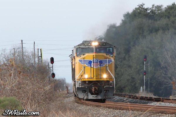 UP SD70M 5074 on an ILBEW train at Sugar Land TX