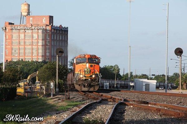 BNSF C44-9W 1076 on an empty grain train at Sugar Land, TX