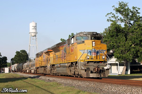 UP SD70ACe 8671 leads QEWWC train through Richmond TX