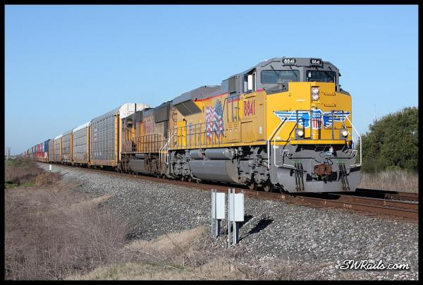 Union Pacific ILBEW led by brand-new SD70AH 8841 at Missouri City TX on 3/18/2014
