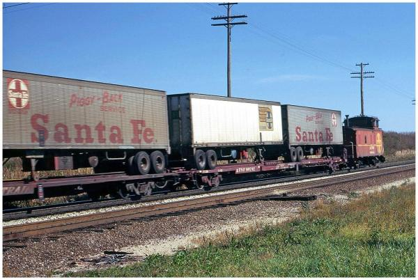 ATSF 40' piggyback / intermodal trailers in 1973.