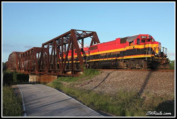 KCS GP38-2 2011 on KCS local LRNRNJ at Richmond TX Brazos River bridge