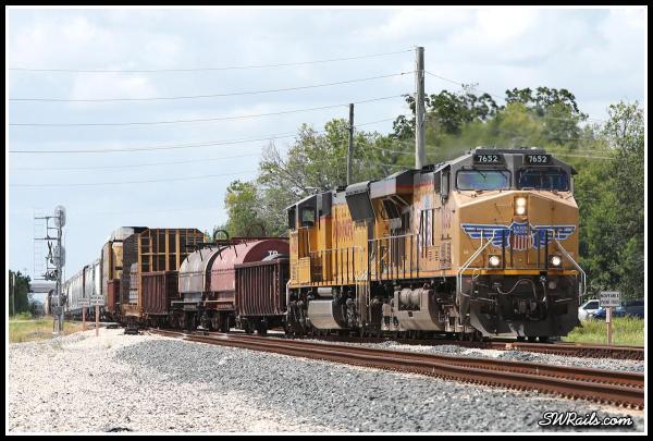 UP 7652 ES44AC on MLDEW Houston,TX