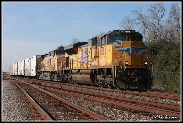 Union Pacific SD70ACE 8587 on ZLAJX freight train at houston TX