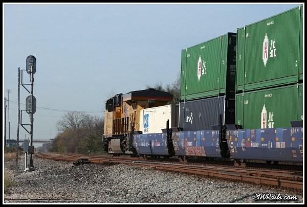 Union Pacific ES44AC 7931 on ZLAJX freight train at houston TX
