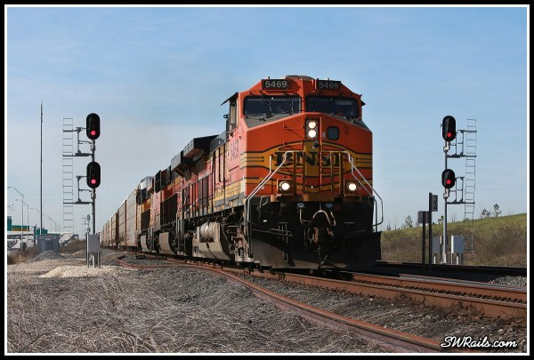 BNSF C44-9W 5469 on UP freight train MKBHO at Heacker TX
