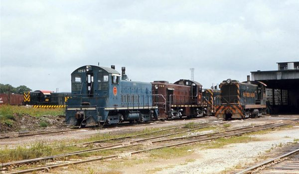 Missouri Pacific SW1200 at Houston PTRA roundhouse
